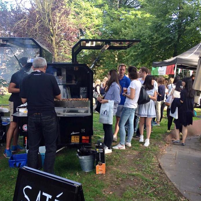 Satéboss Foodtruck verzorgt catering voor Maastricht University