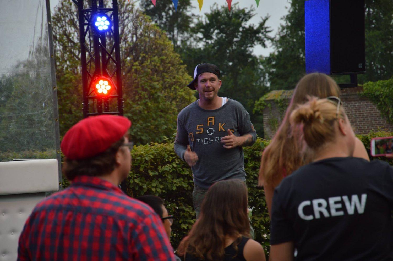 Johnny de Mol tijdens festival voor Het Vergeten Kind